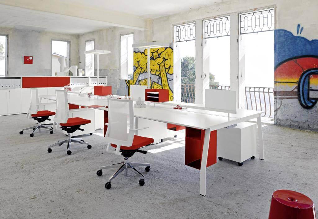 Bureaus en andere kantoormeubelen